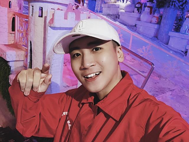 BB Trần khoe vẻ cool ngầu cùng thần thái đi chợ sang chảnh-12