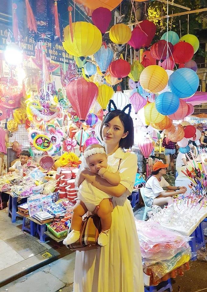 BB Trần khoe vẻ cool ngầu cùng thần thái đi chợ sang chảnh-5