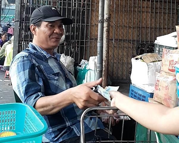 Tố cáo bị bảo kê, tiểu thương chợ Long Biên bị khủng bố-6