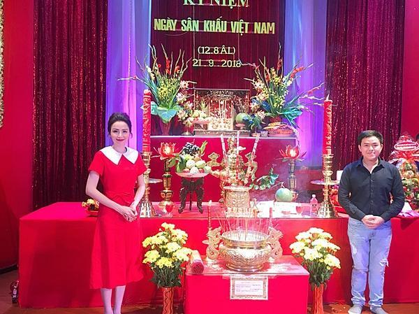 Hoa hậu Diễm Hương gây chú ý vì gương mặt khác lạ so với khi mới đăng quang-2