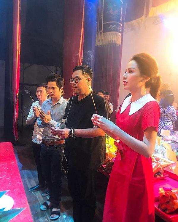 Hoa hậu Diễm Hương gây chú ý vì gương mặt khác lạ so với khi mới đăng quang-4