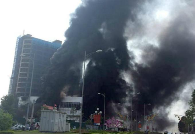 Cháy dữ dội ở trung tâm thương mại cao nhất TP Yên Bái-1