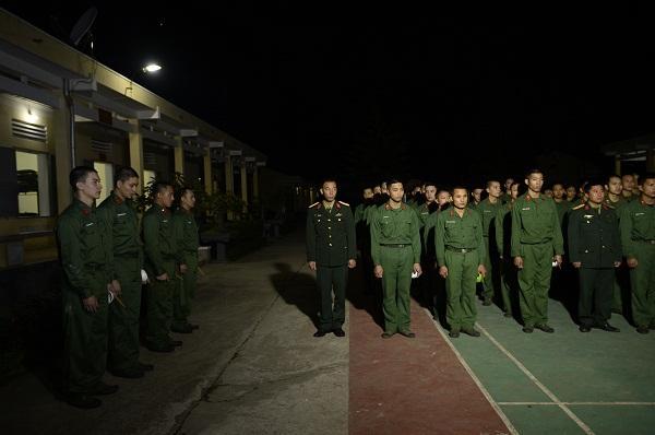 Cười lộn ruột xem Dũng Bino và Ưng Đại Vệ huấn luyện võ thuật trong quân ngũ-3