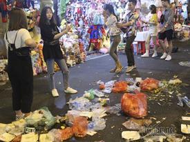 Hà Nội: Cảnh khó tin dưới mũi giày hotgirl lượn Trung thu phố cổ