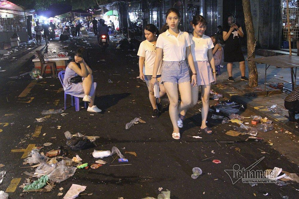 Hà Nội: Cảnh khó tin dưới mũi giày hotgirl lượn Trung thu phố cổ-4