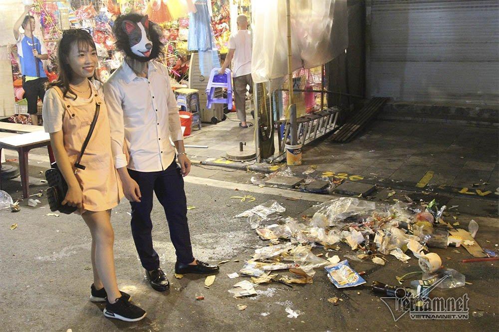 Hà Nội: Cảnh khó tin dưới mũi giày hotgirl lượn Trung thu phố cổ-9
