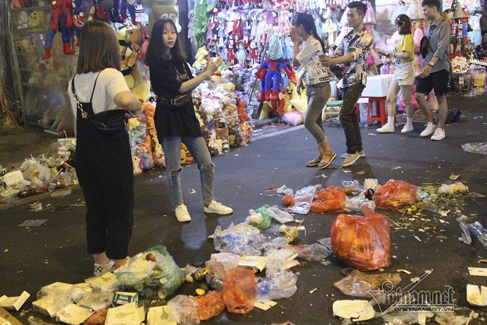 Hà Nội: Cảnh khó tin dưới mũi giày hotgirl lượn Trung thu phố cổ-10