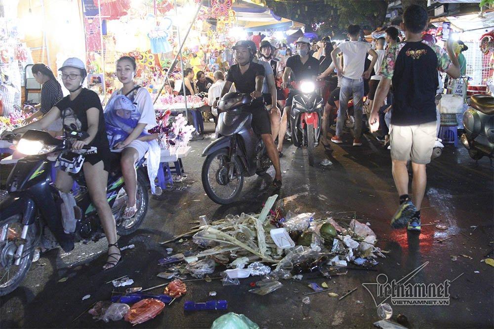 Hà Nội: Cảnh khó tin dưới mũi giày hotgirl lượn Trung thu phố cổ-11