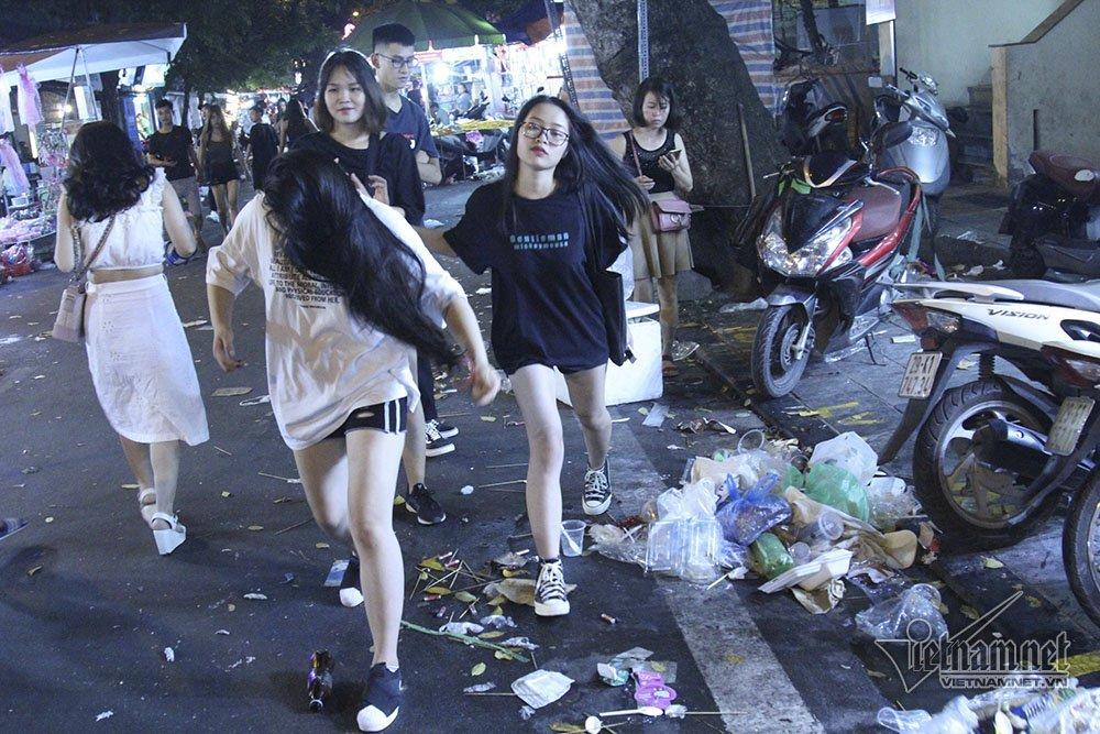 Hà Nội: Cảnh khó tin dưới mũi giày hotgirl lượn Trung thu phố cổ-13