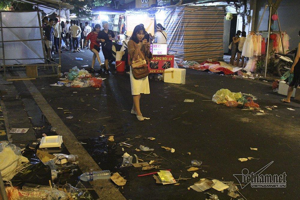 Hà Nội: Cảnh khó tin dưới mũi giày hotgirl lượn Trung thu phố cổ-14