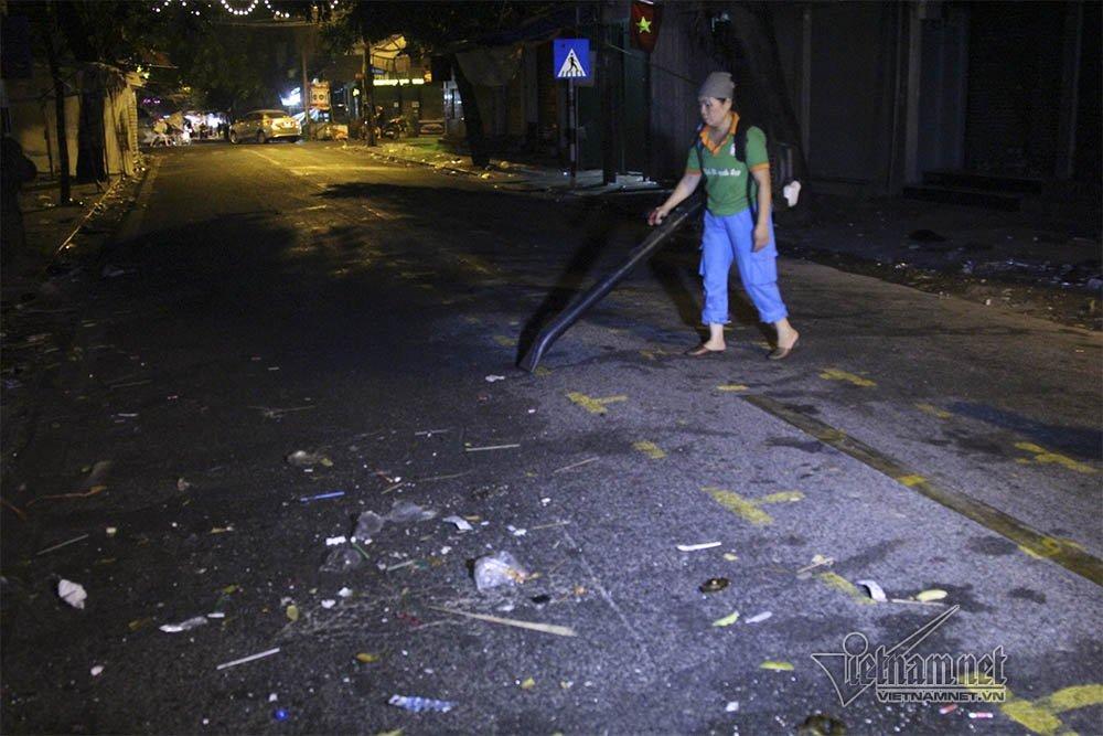 Hà Nội: Cảnh khó tin dưới mũi giày hotgirl lượn Trung thu phố cổ-17
