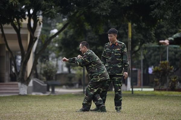 Cười lộn ruột xem Dũng Bino và Ưng Đại Vệ huấn luyện võ thuật trong quân ngũ-4