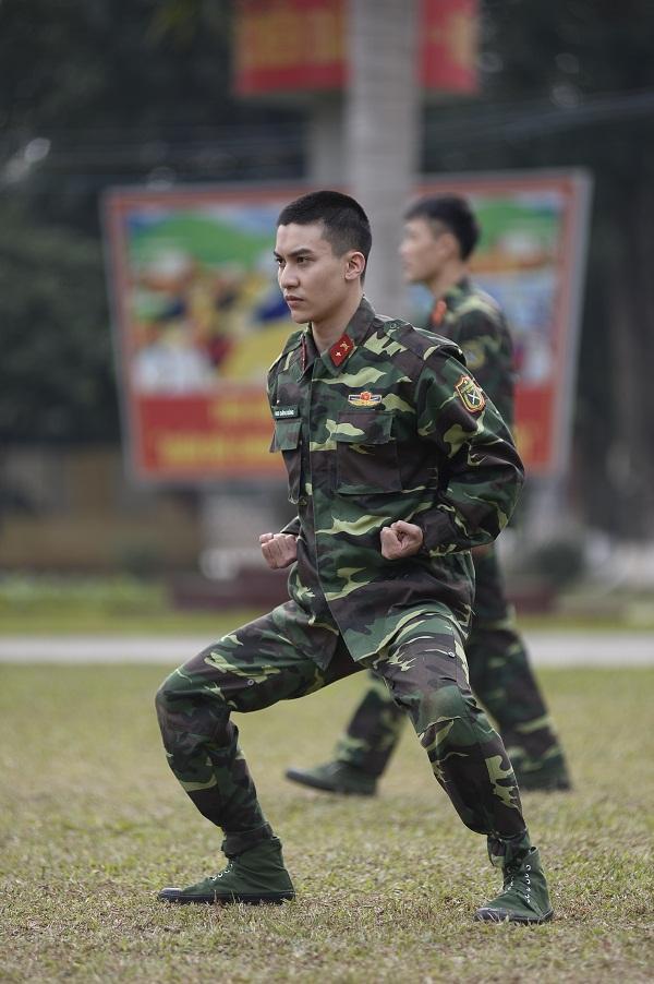 Cười lộn ruột xem Dũng Bino và Ưng Đại Vệ huấn luyện võ thuật trong quân ngũ-5