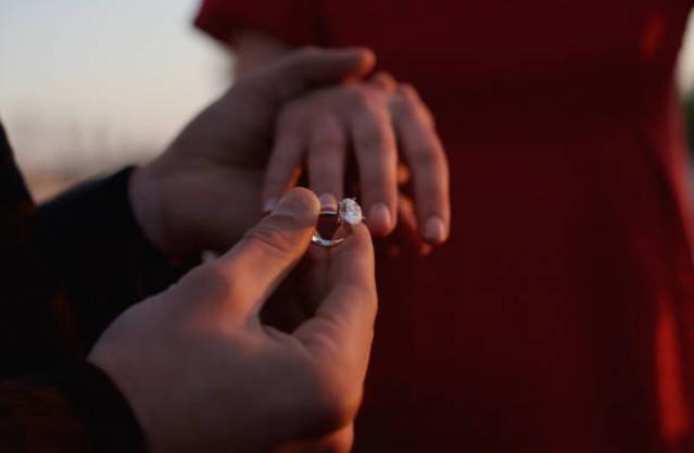 Nhìn thấy cổ tay của con dâu tương lai, mẹ nói một điều khiến tôi do dự cưới-1