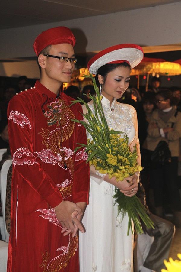 Đâu chỉ có Lan Khuê, rất nhiều mỹ nhân Việt đẹp thuần khiết khi mặc áo dài trắng trong ngày làm cô dâu-10