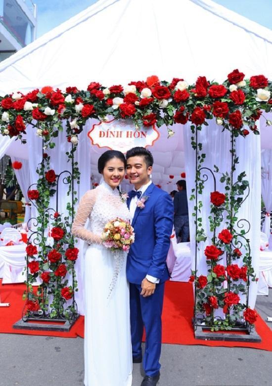 Đâu chỉ có Lan Khuê, rất nhiều mỹ nhân Việt đẹp thuần khiết khi mặc áo dài trắng trong ngày làm cô dâu-6