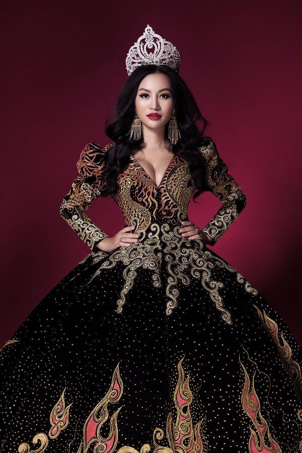 Trần Huyền Nhung tiết lộ về chiếc đầm mặc khi đăng quang-9