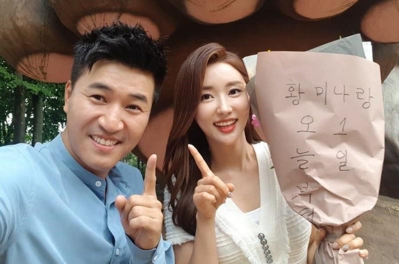Tiên nữ cử tạ Lee Sung Kyung xuất hiện xinh đẹp với mái tóc đen tuyền-2