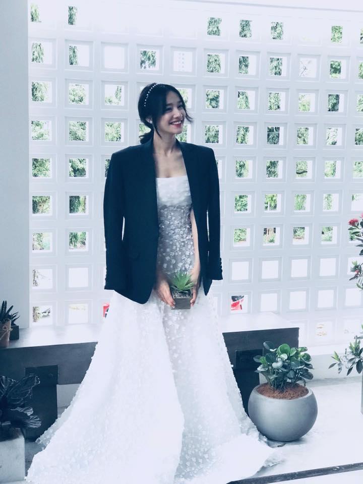 Trước ngày Nhã Phương chính thức làm vợ Trường Giang, chị gái nhắn: Em sẽ là cô dâu đẹp nhất...-1