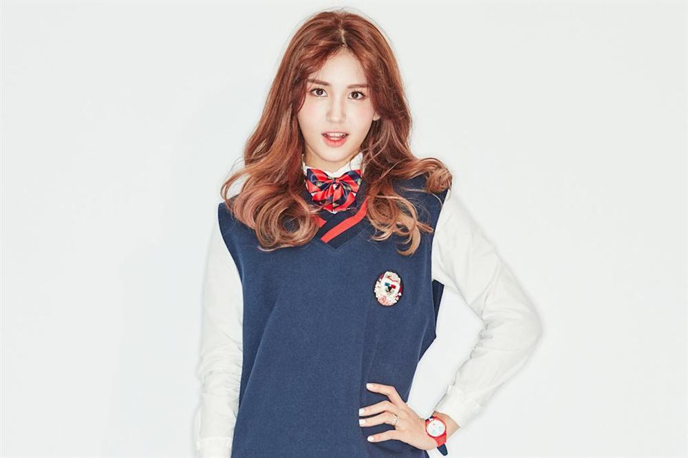 Tiên nữ cử tạ Lee Sung Kyung xuất hiện xinh đẹp với mái tóc đen tuyền-6