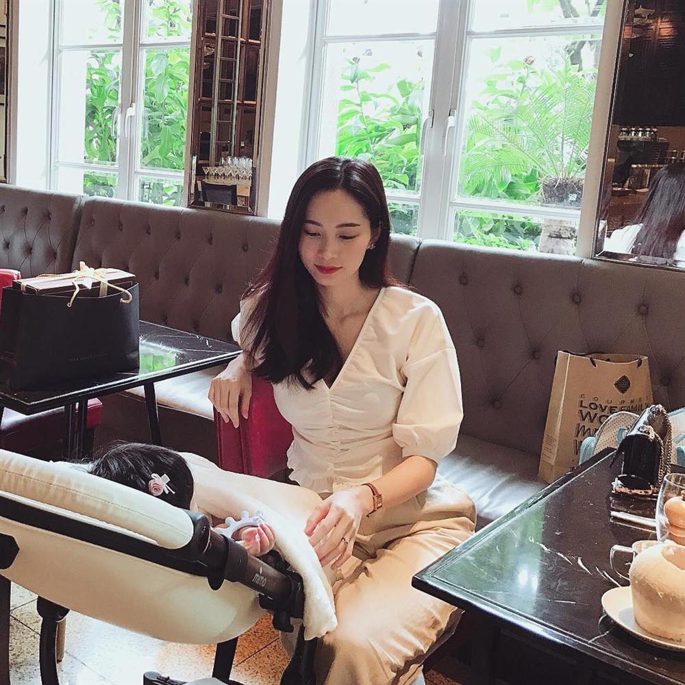Hoa hậu Đặng Thu Thảo khoe bữa ăn rau củ đầu tiên của con gái-1