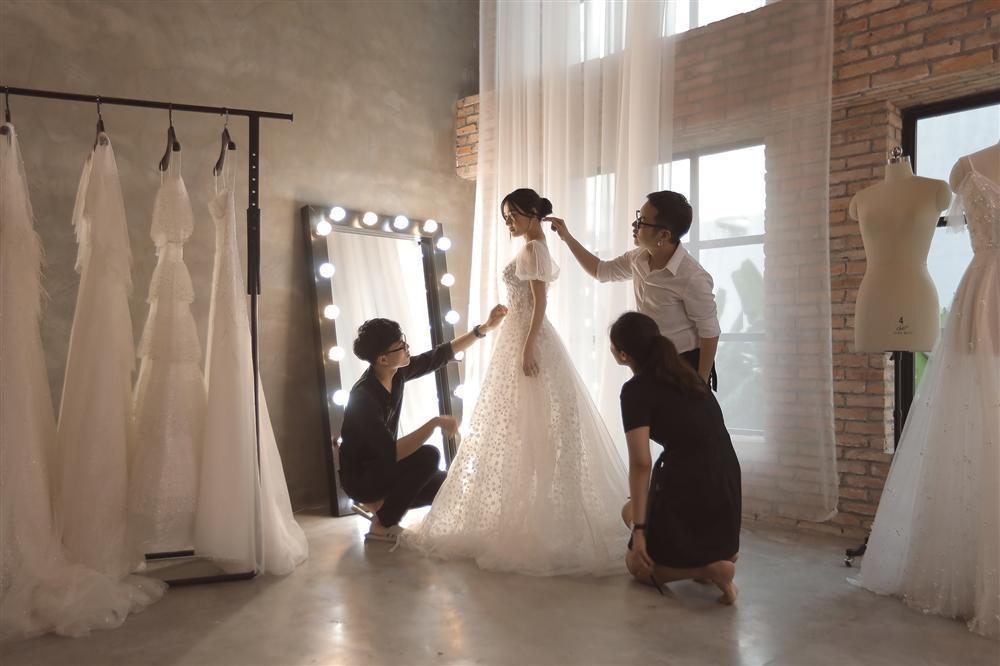 Cận cảnh 2 mẫu váy cưới giúp nhan sắc Nhã Phương thoát tục trong ngày làm cô dâu của Trường Giang-1