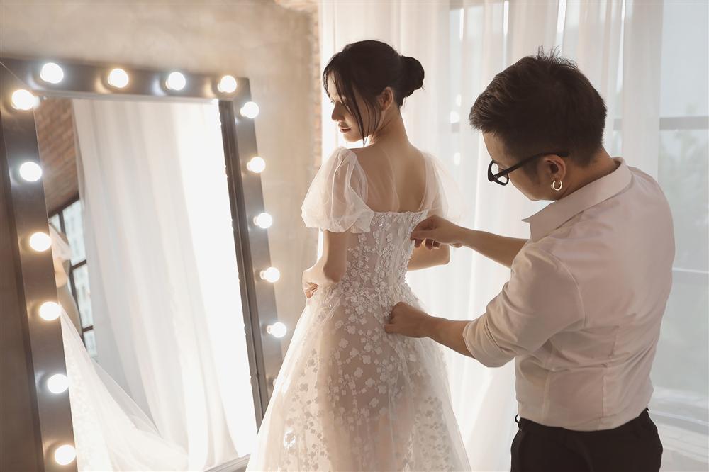 Cận cảnh 2 mẫu váy cưới giúp nhan sắc Nhã Phương thoát tục trong ngày làm cô dâu của Trường Giang-2