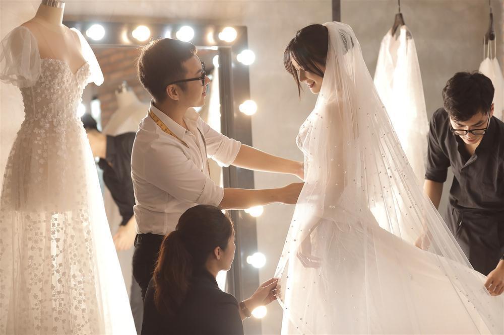 Cận cảnh 2 mẫu váy cưới giúp nhan sắc Nhã Phương thoát tục trong ngày làm cô dâu của Trường Giang-3