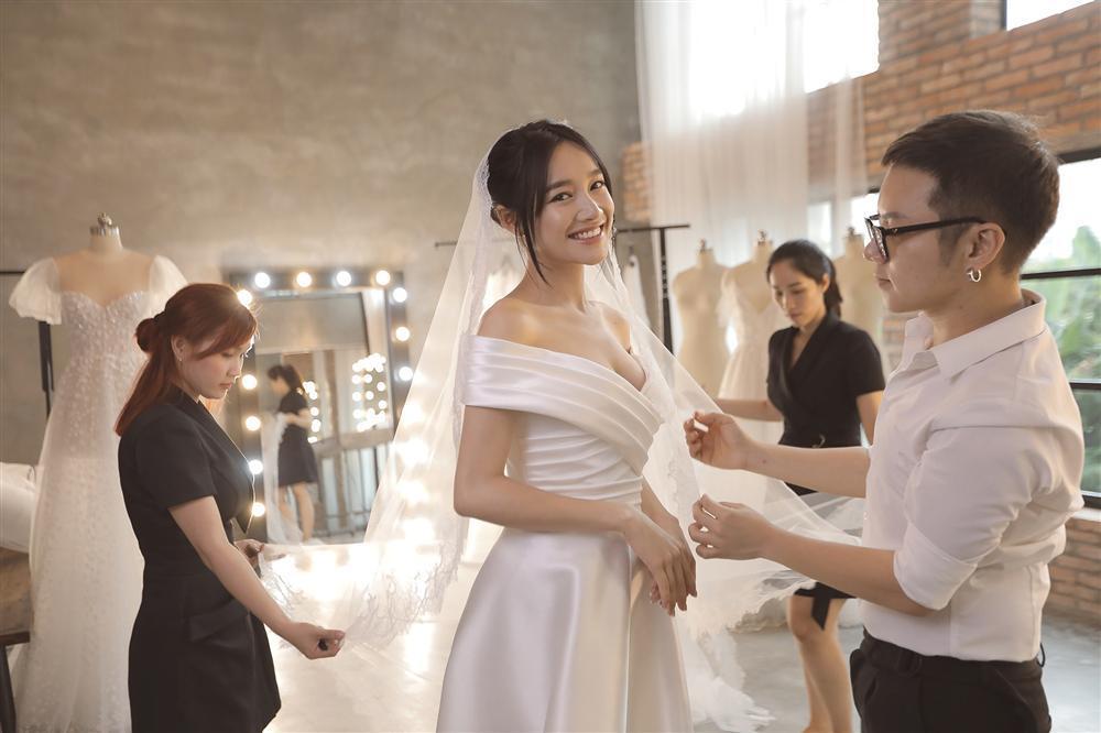 Cận cảnh 2 mẫu váy cưới giúp nhan sắc Nhã Phương thoát tục trong ngày làm cô dâu của Trường Giang-7