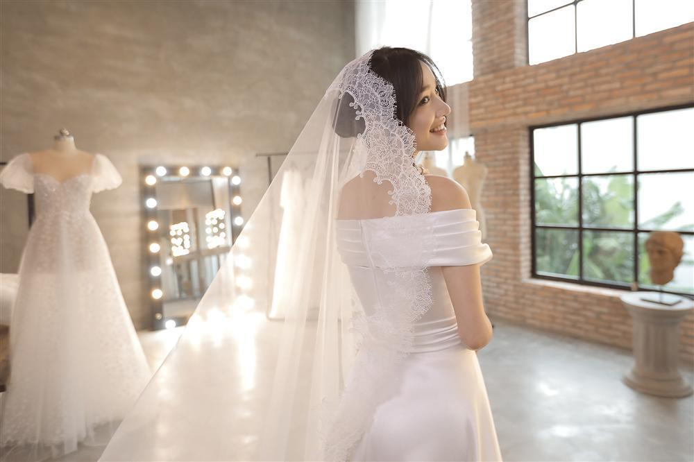 Cận cảnh 2 mẫu váy cưới giúp nhan sắc Nhã Phương thoát tục trong ngày làm cô dâu của Trường Giang-10