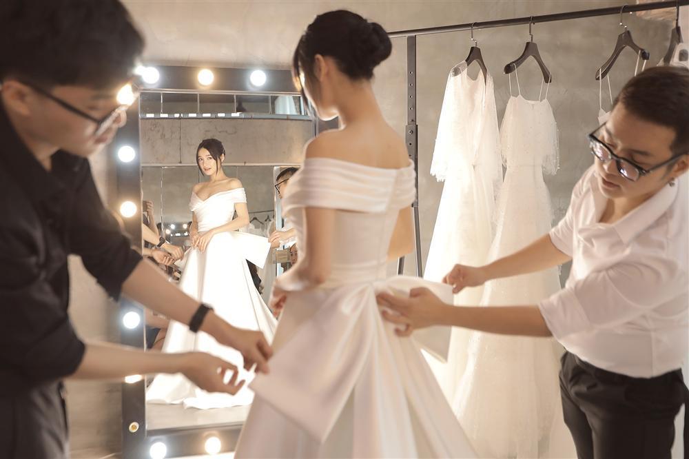 Cận cảnh 2 mẫu váy cưới giúp nhan sắc Nhã Phương thoát tục trong ngày làm cô dâu của Trường Giang-11