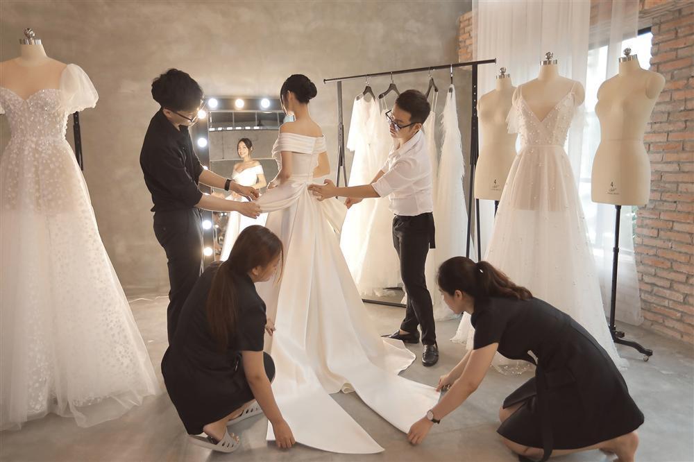 Cận cảnh 2 mẫu váy cưới giúp nhan sắc Nhã Phương thoát tục trong ngày làm cô dâu của Trường Giang-12