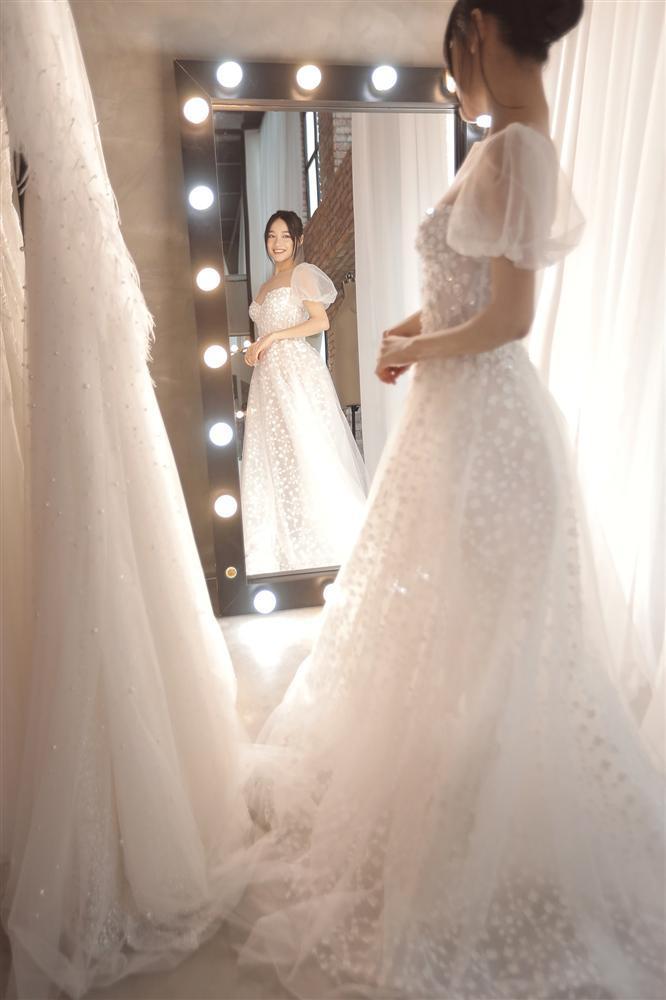 Cận cảnh 2 mẫu váy cưới giúp nhan sắc Nhã Phương thoát tục trong ngày làm cô dâu của Trường Giang-4