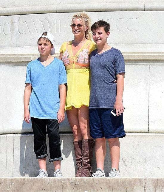 Britney Spears trả thêm khoản tiền lớn để trợ cấp chồng cũ nuôi con-2