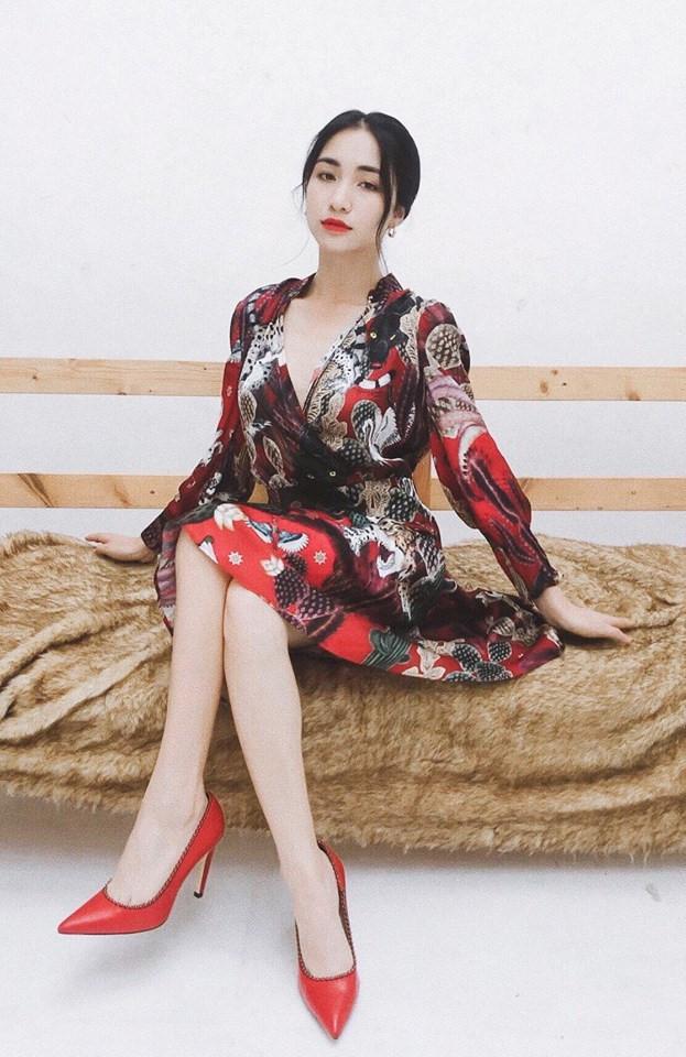 Hòa Minzy ăn gian chiều cao với giày cao 20 cm-4