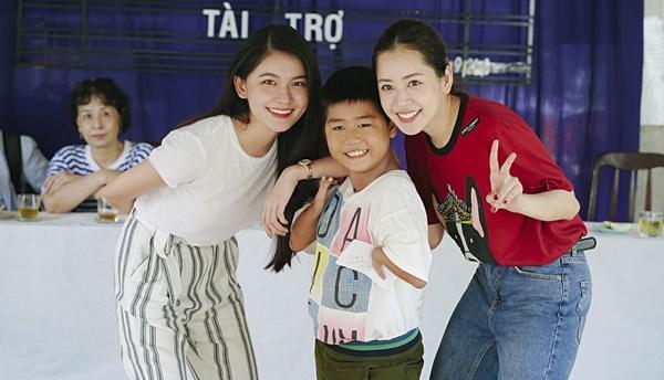 SAO LÀM TỪ THIỆN: Diệp Lâm Anh bầu 8 tháng vẫn tay xách nách mang, trong khi Chi Pu hát nhảy nhiệt tình hết nấc-8