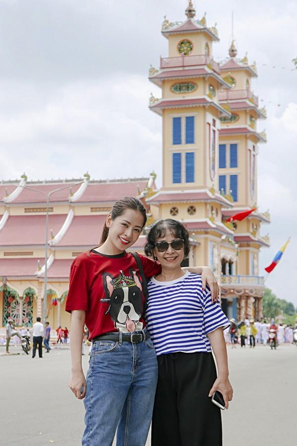 SAO LÀM TỪ THIỆN: Diệp Lâm Anh bầu 8 tháng vẫn tay xách nách mang, trong khi Chi Pu hát nhảy nhiệt tình hết nấc-11