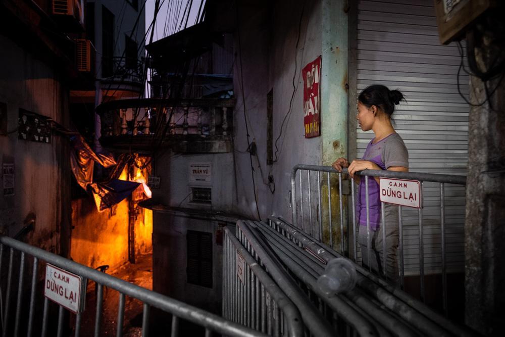 Trung thu của hai anh em bại não mất nhà trọ sau vụ cháy gần Bệnh viện Nhi-2