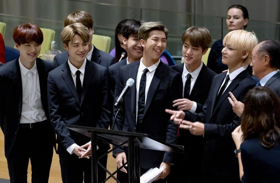 BTS gây sốt khi phát biểu tại Liên Hợp Quốc:  Hãy nói lên chính con người của mình-2