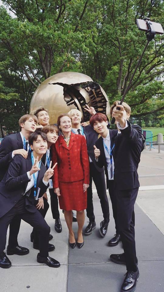 BTS gây sốt khi phát biểu tại Liên Hợp Quốc:  Hãy nói lên chính con người của mình-4