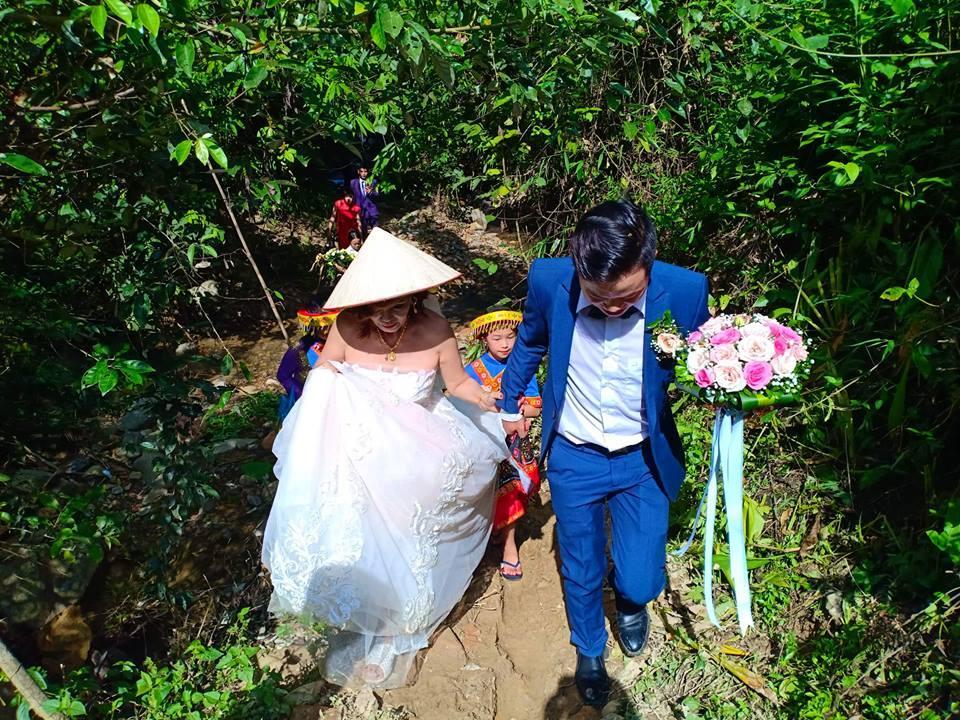 Bỏ mặc lời công kích, cô dâu 61 tuổi ở Cao Bằng liên tục khoe cuộc sống hạnh phúc khối người mơ bên chồng trẻ-2