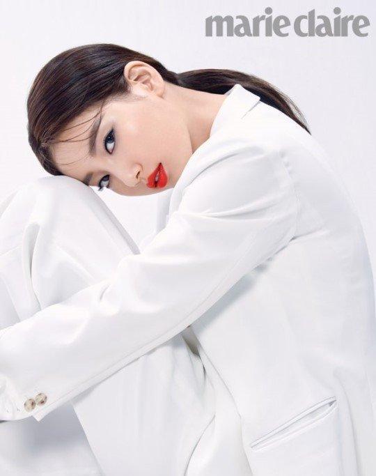 Song Hye Kyo bịt kín mít, bất ngờ xuất hiện tại sân bay-3