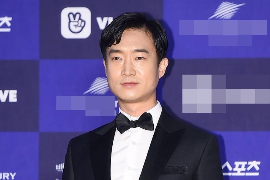 Song Hye Kyo bịt kín mít, bất ngờ xuất hiện tại sân bay-7