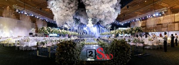 Trường Giang liên tục lau nước mắt cho Nhã Phương trong lễ cưới-8