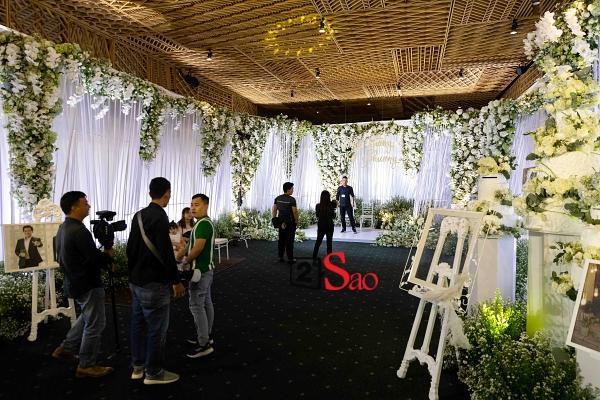 Trường Giang liên tục lau nước mắt cho Nhã Phương trong lễ cưới-9