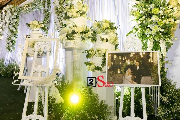 Trường Giang liên tục lau nước mắt cho Nhã Phương trong lễ cưới-5