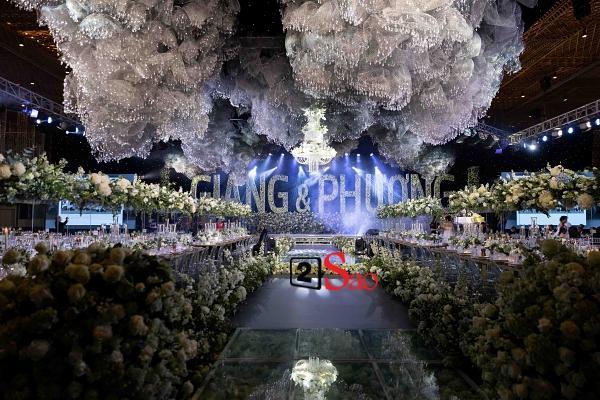 Trường Giang liên tục lau nước mắt cho Nhã Phương trong lễ cưới-12