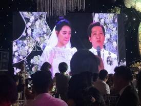 Trường Giang liên tục lau nước mắt cho Nhã Phương trong lễ cưới