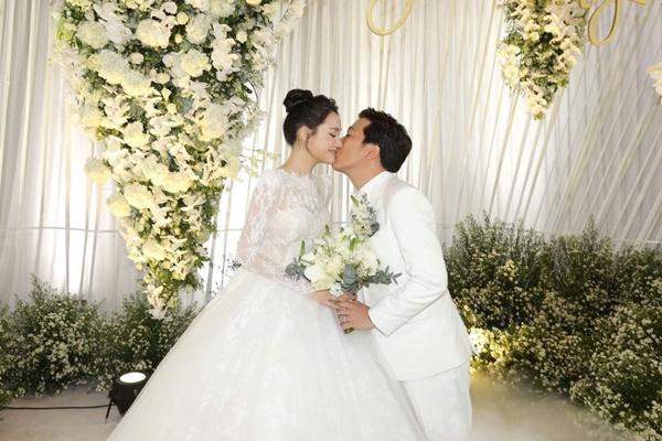 Hoài Linh hát tặng đám cưới Trường Giang - Nhã Phương ca khúc có tên đặc biệt-1