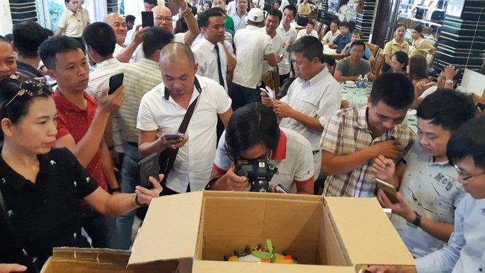 Chấn động: Đại gia Đà Nẵng bỏ 6,8 tỷ mua gốc lan đột biến 5 cánh trắng-8